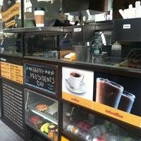 Photo taken at Wafels & Dinges - Vedette Cart by Anne Rachel on 2/20/2012