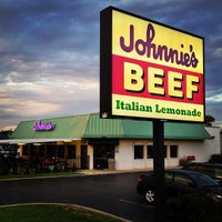 Photo taken at Johnnie's Beef by Will K. on 6/12/2013