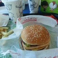 Photo taken at Burger King by Rubi G. on 3/14/2014