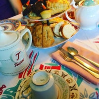 Photo taken at Dr. Bombay's Underwater Tea Party by Cristina P. on 10/9/2016