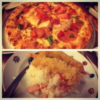 Photo taken at Pizza Hut by adekasraf on 4/29/2013