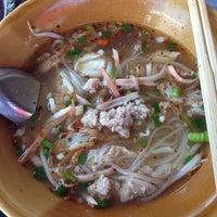 Photo taken at ร้านก๋วยเตี๊ยวบ้านบึง ชลบุรี by Sobee b. on 5/30/2014
