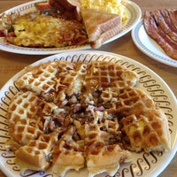 Photo taken at Waffle House by ETDoubleU on 11/8/2014