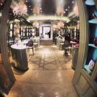 Das Foto wurde bei Christian Dior von Pierre L. am 9/14/2013 aufgenommen