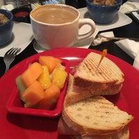 Photo taken at Rockn' Joe Coffeehouse & Bistro by Mari Y. on 5/8/2016