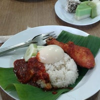 Photo taken at Nasi Lemak Saleha@Kampung Pandan by Nik on 3/30/2015