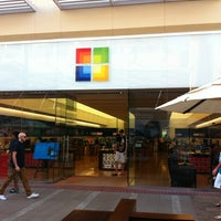 Photo taken at Microsoft Store by Pp O. on 9/7/2012