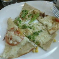Photo taken at Strada Pizza & Grill by Felipe R. on 8/19/2016