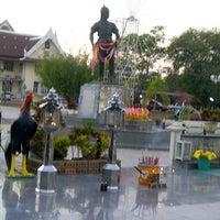 Photo taken at Phraya Pichai Dab Hak Monument by aueijung a. on 1/19/2013