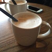 Photo taken at Starbucks by Hoshino Y. on 2/10/2016