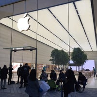 Photo taken at Apple Store by Olivier O. on 9/18/2015