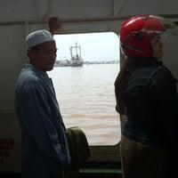 Photo taken at pelampung penyebrangan ferry prima eksekutif by Jaka S. on 4/10/2013