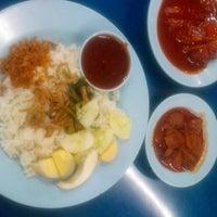 Photo taken at Restoran Nasi Lemak Lido by Poh H. on 4/20/2015