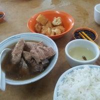 Photo taken at Restoran Sze Hwa Bak Kut Teh (古来世华肉骨茶) by Angela Ooi on 9/9/2012