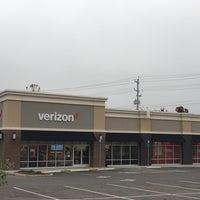 Photo taken at Verizon by Yext Y. on 10/13/2016
