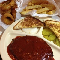 Photo taken at Bellaire Broiler Burger by Allen A. on 4/26/2013