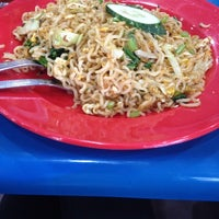 Photo taken at Restoran Rejab Maju by Munawarah B. on 11/3/2014