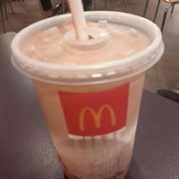 Photo taken at McDonald's / McCafé by Wee Meng on 4/11/2015