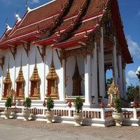Photo taken at วัดไชยธาราราม (วัดฉลอง) Wat Chalong by BIE P. on 6/8/2013