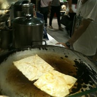 Photo taken at Chucky Fresh โรตี ชาชัก ขนมปังสังขยา by Pimvipa P. on 6/2/2012
