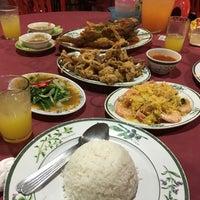 Photo taken at Pantai Jeram Restoran Ikan Bakar & Katering by Keith Fun on 6/1/2016