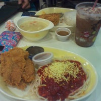 Photo taken at Jollibee by RyMnD on 2/26/2013