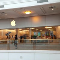 Photo taken at Apple Store, The Westchester by eSpacioShop .. on 5/15/2014