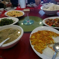 Photo taken at Downtown KLIA Seafood Restaurant (Chinese Seafoods Muslim Cuisine) by Joyce on 4/13/2016