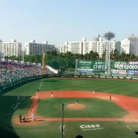 Photo taken at Mokdong Baseball Stadium by 쌍큼♥ on 10/9/2013