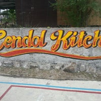 Photo taken at James Cendol Sitiawan by Simon Y. on 8/11/2013