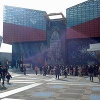 Photo taken at Osaka Aquarium Kaiyukan by Henry Y. on 1/6/2013