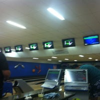 Photo taken at Cataratas Bowling Center by Flavio O. on 3/4/2013
