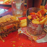 Photo taken at Red Robin Gourmet Burgers by Shady S. on 7/25/2013
