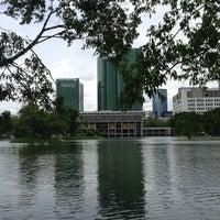 รูปภาพถ่ายที่ Vachirabenjatas Park (Rot Fai Park) โดย Son S. เมื่อ 7/20/2013