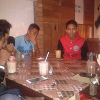 Photo taken at Dusun Bay Restaurant & Cafe by Amirul A. on 8/30/2014