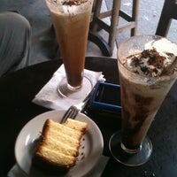 Photo taken at La Covacha Barra de Café by Edgar V. on 12/15/2012