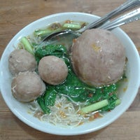 Photo taken at Bakso Jawir by Elviana N. on 5/22/2014