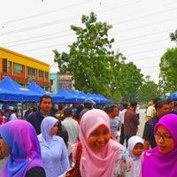 Photo taken at Bazaar Ramadhan Bandar Sri Permaisuri (بازار رمضان بندر سري ڤرماءيسوري) by Ery R. on 7/15/2013