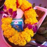 Photo taken at วัดพระศรีมหาอุมาเทวี (วัดแขก) Sri Mahamariamman Temple by KateZii K. on 1/2/2013