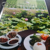 Photo taken at Bebek Tepi Sawah Restaurant & Villas by Agus S. on 1/22/2015