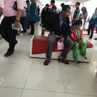 Photo taken at Pejabat Pos (Post Office) by Fdz on 9/29/2016