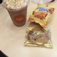 Photo taken at Famous Amos by Atieee on 11/6/2015