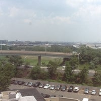 Photo taken at Crowne Plaza Newark Airport by Master J S. on 7/19/2013