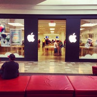 Photo taken at Apple Store, Chandler Fashion Center by Frank B. on 5/26/2013