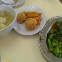 Photo taken at Restoran Home Town Yong Tow Foo by kunang k. on 3/6/2013