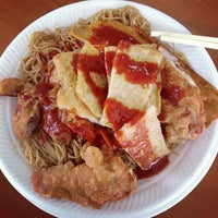 Photo taken at 荣记 Eng Kee Chicken Wing by Kevin L. on 11/23/2012