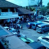Photo taken at Pasar Seni Sukawati (Sukawati Art Market) by Rudolf S. on 6/22/2013