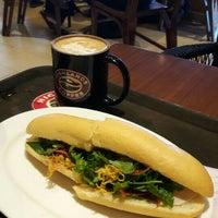 Photo taken at Highlands Coffee by Katsunori K. on 6/14/2016