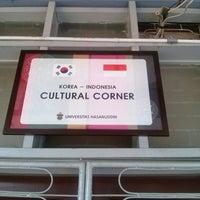 Photo taken at Korea-Indonesia Cultural Corner by Wawan Laon H. on 8/7/2014
