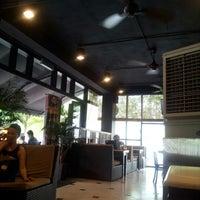 Photo taken at OldTown White Coffee by AhBoon N. on 9/20/2012